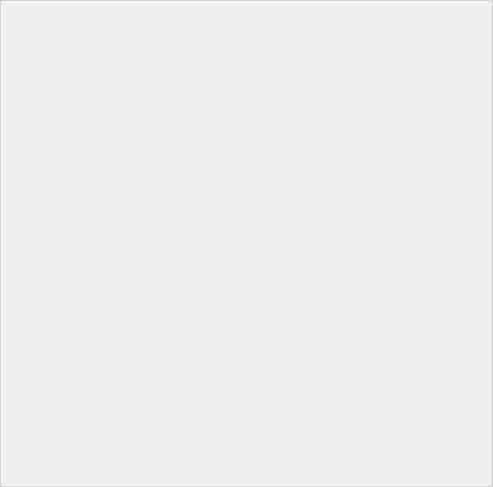 鑲上精緻水晶的手機支架,施華洛世奇水晶系列泡泡騷閃亮登場! - 1
