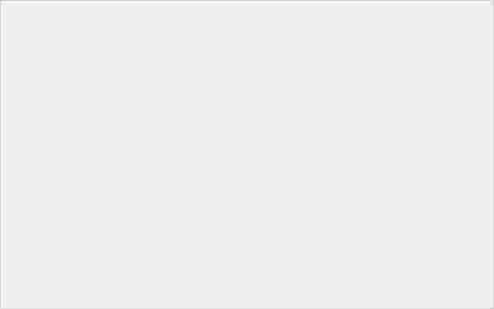 鑲上精緻水晶的手機支架,施華洛世奇水晶系列泡泡騷閃亮登場! - 3