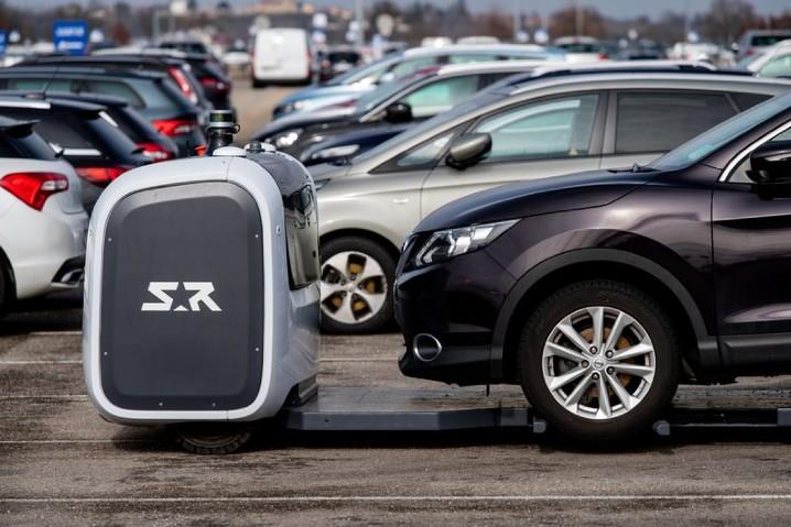 停放車輛更有效率,法國機場正式啟用自動泊車機器人 - 4