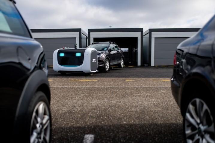 停放車輛更有效率,法國機場正式啟用自動泊車機器人 - 3